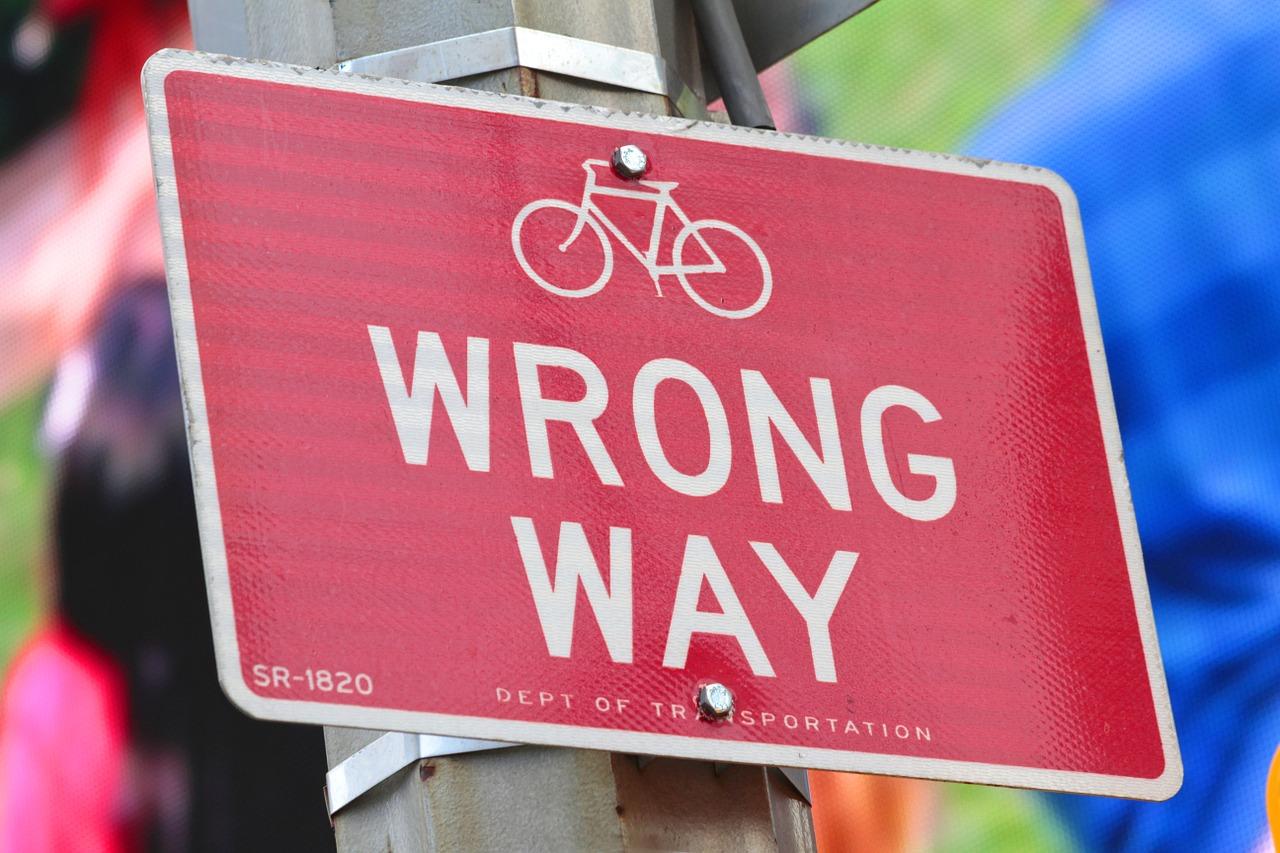 wrong-way-429723_1280 (2)